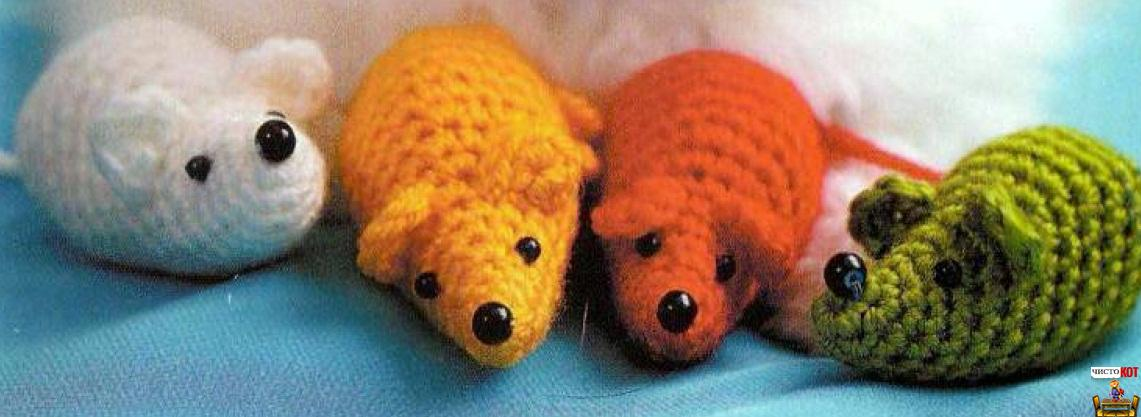 Вязанные игрушки: косточка и мышка